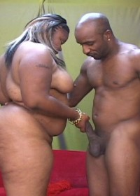 Dark skinned fattie fucking and sucking like a real whore