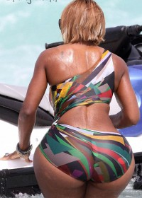 Huge ass ebony lady in bikini