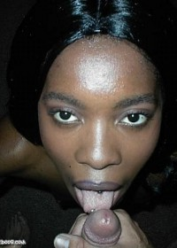 Ebony girlfriend knows how to give head
