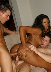 Double Penetration feels like heaven for Syndee Capri!